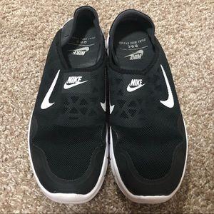 Super comfortable NIKE slip on shoes black / white
